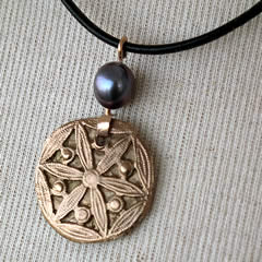 g42a-005 Little pendant bronze+ grey-violetsweetwater pearl