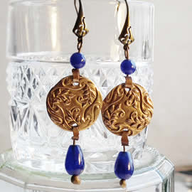h62a-014 Earrings in  bronze with dyed saphir drops and beads