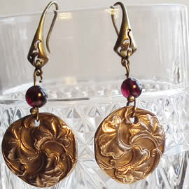h62a-009 Round earrings in  bronze, in art-nouveau style with  garnet beads