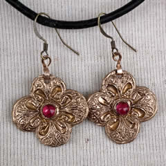 i62D-006 Renaissance style  bronze Earrings with  red lab-corindon cabs