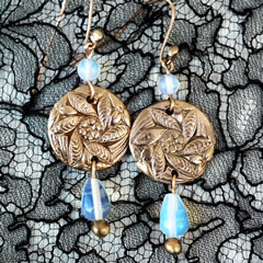 h62a-013 Round earrings in bronze with moonstone beads and  drops