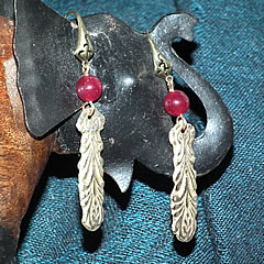 g62a-011  Long earrings in  bronze with  enhanced and dyed agat