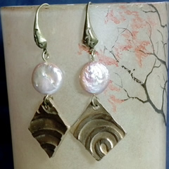 h62a5-020 Earrings bronze+sweet water pearl