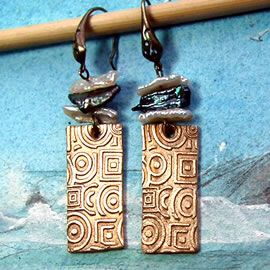 h62a6-029 boucles oreilles rectangle de bronze, style art-deco et perles d'eau douces