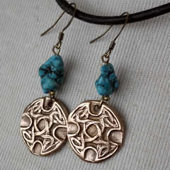 j62a-002 Bronze earrings with turquoise teinted howlites  celtic knots