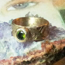 j92a-013 Celtic  Ring bronze  & olivine green zirconia US size 9.1/2