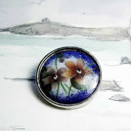 m34B.012 romantic Enamel brooch/necklace , vintage style, with decal   flowers
