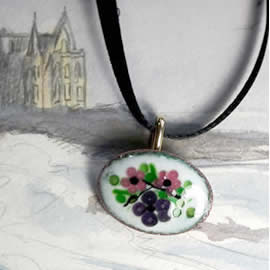m36A-031 Romantic Pendant/brooch in enamel with  little  pink  and lilas flowers
