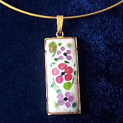 m44A.004 Romantic pendant in enamel with  little   pink and lilac flowers