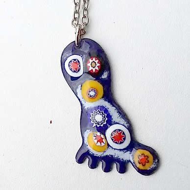 p46p1-005 pendant, little foot in blue enamel  with  millefiori enamel