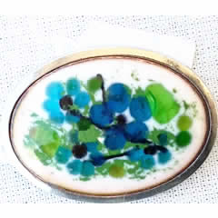 m54A.026 Romantic brooch in enamel with  little blue flowers