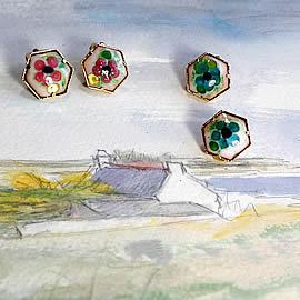 m65A-028 earrings-clips in enamel, gilded metal and  little  pink or blue flowers
