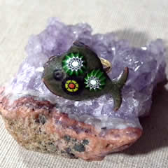 295p1-002 Ring; green enamel fish with Murano Millefiori
