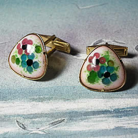 mb5A-032 Cufflinks in enamel, gilded metal and  little  pink &lue flowers