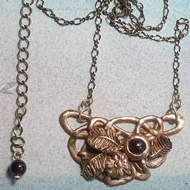 n22A-041 Elven necklace in gold bronze decorated with flowers,leaves & garnet