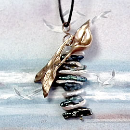 n42A-010 Art-Deco Pendant, goldcolour bronze  arum+freshwater pearls on a black leather st