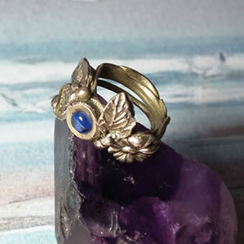 n92A-003 Elegant bronze Elf Ring gegetal look with a blue lab-corindon,    US size = 5.3/4