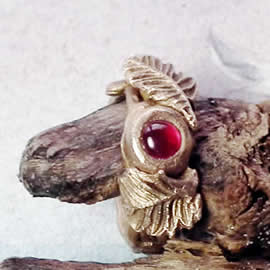 n92A-002 Elegant bronzeElf  Ring gegetal look with a red lab-corindon,    US size = 6.1/4+