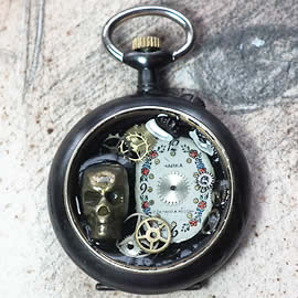 q-09q-024 little Pendant steampunk-gothic dial,skull and gears in a watchcase