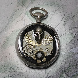 q-09q-020 little Pendant steampunk-gothic dial,skull,bronze flower and gears in a watchcas