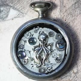 209V1-010 steampunk/gotic pendant pocket watchcase, kraken,resin and gears