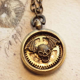 q-09q-011 little Pendant steampunk-gotic with a  bat-skull and gears in a watchcase
