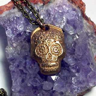 q42r-002 Gotic mexican skull pendant in handmade bronze on leather