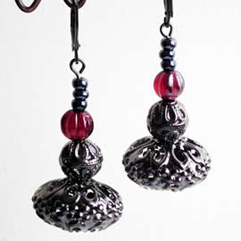 q69c-003 Gotik earrings, gunpowder colour  filigran,  red beads