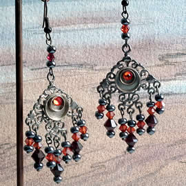 q69c-002 Gotik earrings, gunpowder colour  filigran,  red Swarovski crystal beads