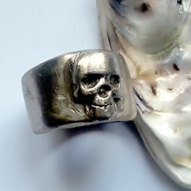 q91q-006 Gothic unisex ring  skull in silver colour bronze(copper possible)