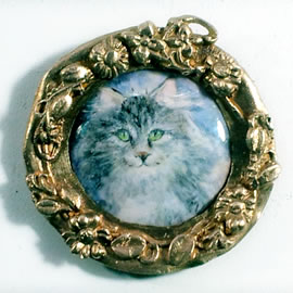 5f2p4-002 Miniature of a  Mainecoon cat  paint with enamel colours on enameled copper