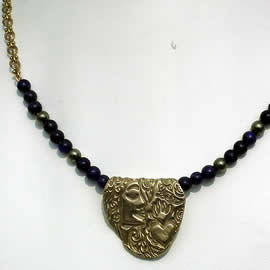 v22a-023 Bronze necklace profil and hert, with lapis lazuli  beads ,vintage chain