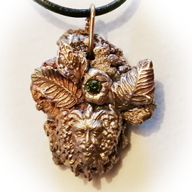 v42aX-052 Pendant Bronze meteorit & God Dagda the green man+green Czirconia