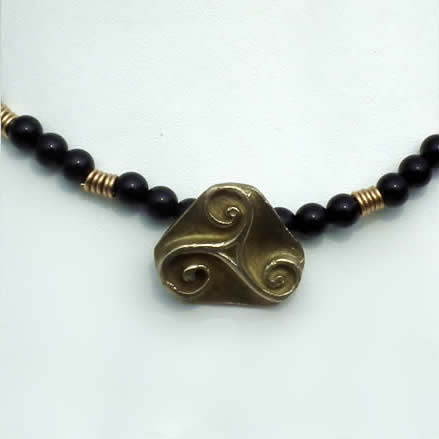 y22a7-022 Bronze triskel necklace with onyx beads and vintage  chain