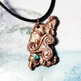y43az-007 Copper pendant, little meteorit+celtic Triskelion+ blue cZirconia+black leather