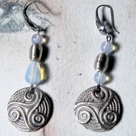 y61a0-020 Celtic Earrings 2 models, triskels in white bronze with moonstone beads