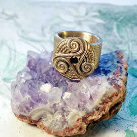 y92a-009  Celtic ring,  bronze Triskel with a  green zirconia  US:6.1/2   can be widened
