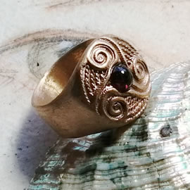 y92a6-037 Celtic ring,  goldbronze Triskel with a  half precious stone