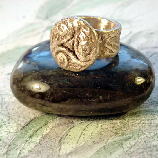 y92b6-007 bronze Triskel ring rustic , archeological style  US 7