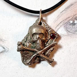 f42qz-045 Bronze pendant, meteorite-gothique  - pirate skull - , red zirconium
