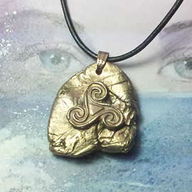 y42bz-012 Bronze pendant,   bronze meteorit with a  celtic Triskelion  on a black le