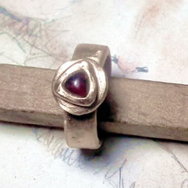 z92a-029 Unisex medieval-renaissance  ring  goldy bronze+trillian garnet  to your size