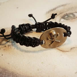f720-001 Gothic bracelet  :  golden bronze skull and black leather macrame