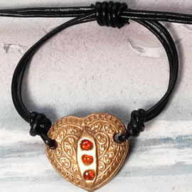 r72a3-002 Romantic  bracelet , handmade  goldbronze heart+3 Czirconias+leather